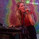 lisa-singing